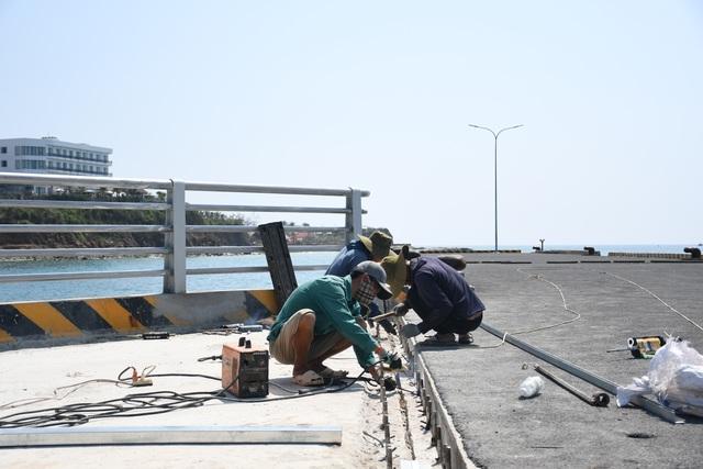 Vì sao dự án cảng 250 tỷ đồng bị lột lớp bê tông? - 2