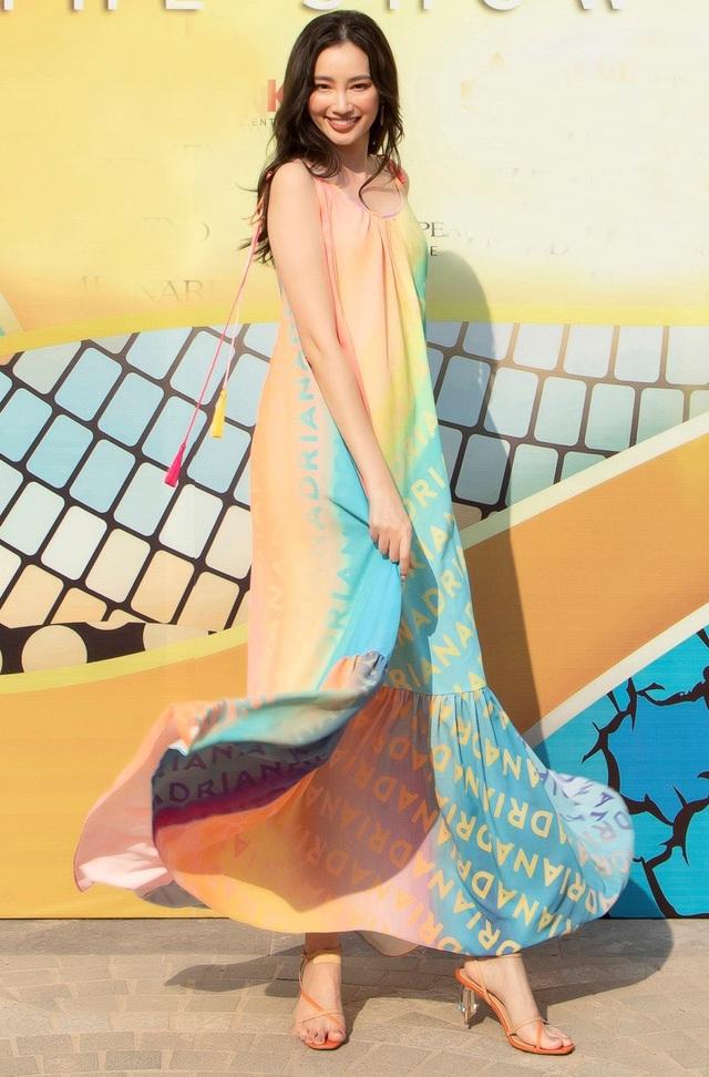 Diva Hồng Nhung tình tứ cùng người yêu ngoại quốc trên thảm đỏ