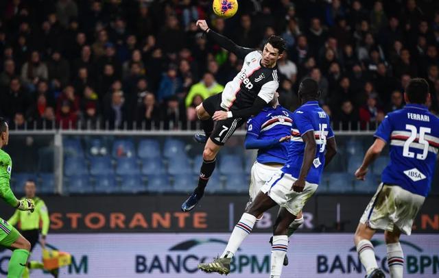 C.Ronaldo lần thứ hai liên tiếp giành giải cầu thủ xuất sắc nhất Serie A - 2