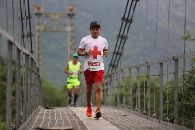 Ông Đoàn Ngọc Hải chinh phục 42km marathon tại Phong Nha - Kẻ Bàng - 4