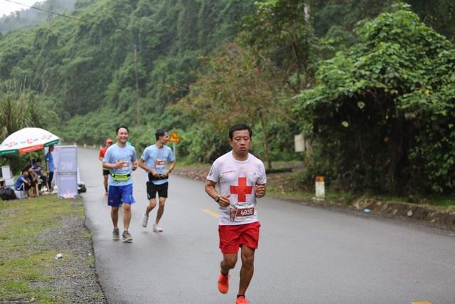 Ông Đoàn Ngọc Hải chinh phục 42km marathon tại Phong Nha - Kẻ Bàng - 3