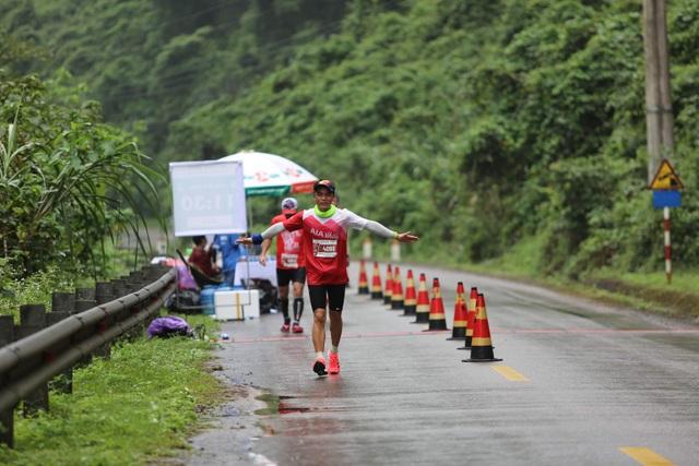 Ông Đoàn Ngọc Hải chinh phục 42km marathon tại Phong Nha - Kẻ Bàng - 2