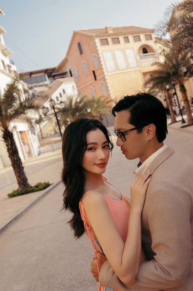 Hoa hậu Trúc Diễm đẹp đôi bên chồng - 1