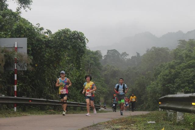 Ông Đoàn Ngọc Hải chinh phục 42km marathon tại Phong Nha - Kẻ Bàng - 1