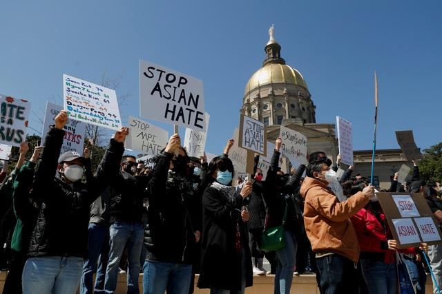 Mỹ sục sôi biểu tình chống thù ghét người gốc Á sau thảm kịch xả súng - 2