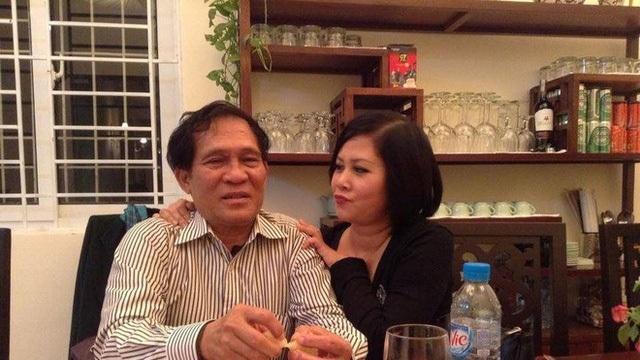 Minh Hằng ôm chặt áo người chồng quá cố, hé lộ về cuộc hôn nhân kín tiếng - 3