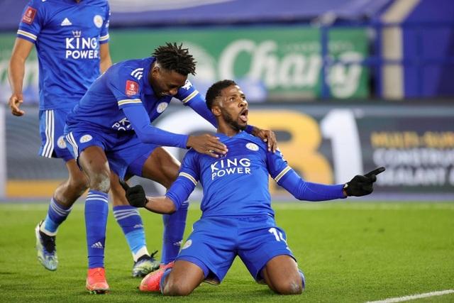 Leicester 3-1 Man Utd: Fred hóa tội đồ - 1