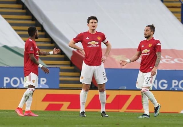 Leicester 3-1 Man Utd: Fred hóa tội đồ - 2