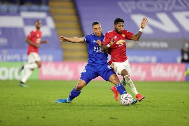 Leicester 3-1 Man Utd: Fred hóa tội đồ - 3
