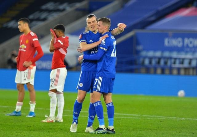 Leicester 3-1 Man Utd: Fred hóa tội đồ - 4