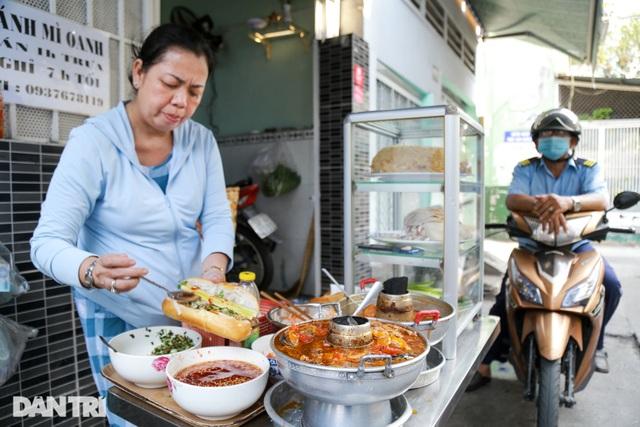Người phụ nữ 25 năm tần tảo bán cá nục nuôi con ăn học - 2