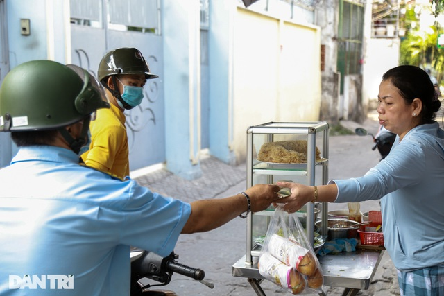 Người phụ nữ 25 năm tần tảo bán cá nục nuôi con ăn học - 4
