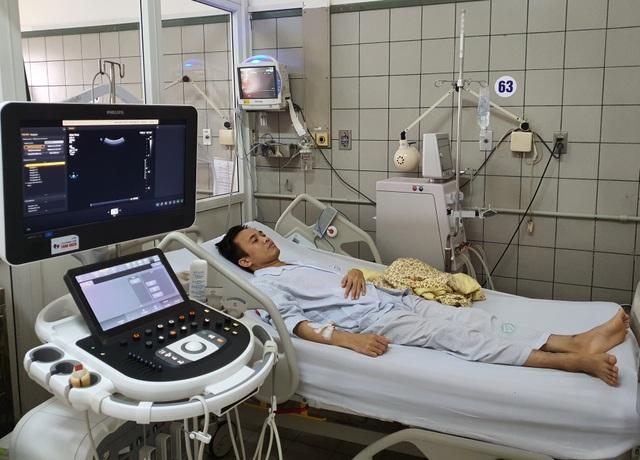 Xót xa cảnh chàng trai bất ngờ gặp biến chứng sau ca ghép tạng từ người cha - 1