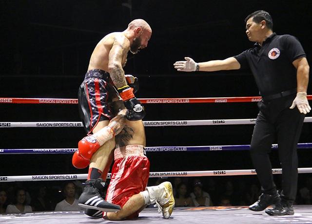 Trương Đình Hoàng chiến thắng nghẹt thở trước võ sĩ Scotland - 2