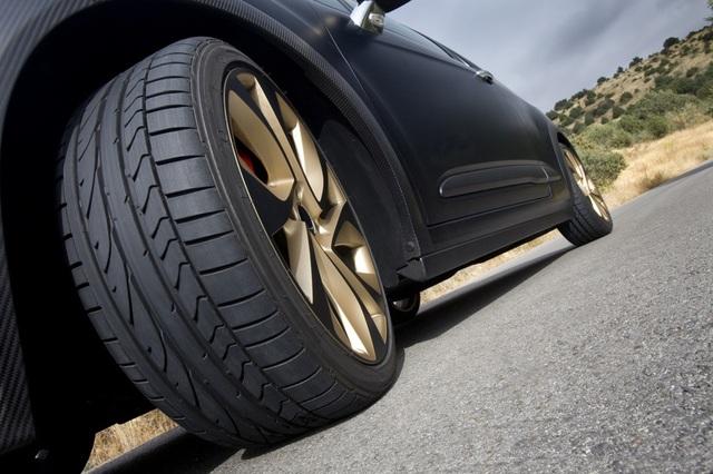 Những dấu hiệu ô tô cần thay lốp sớm để tránh gặp họa trên đường - 3
