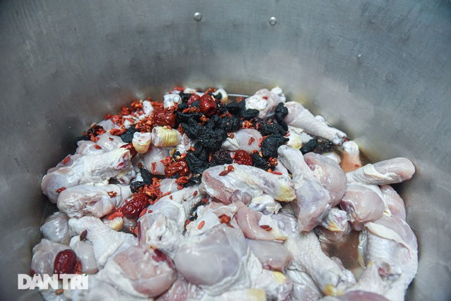 Buy discarded beer cans, bring them as chicken in cans, sell 1000 servings / day - 3