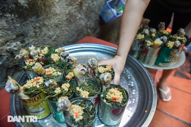 Buy discarded beer cans, bring home chicken in cans, sell 1000 servings / day - 6