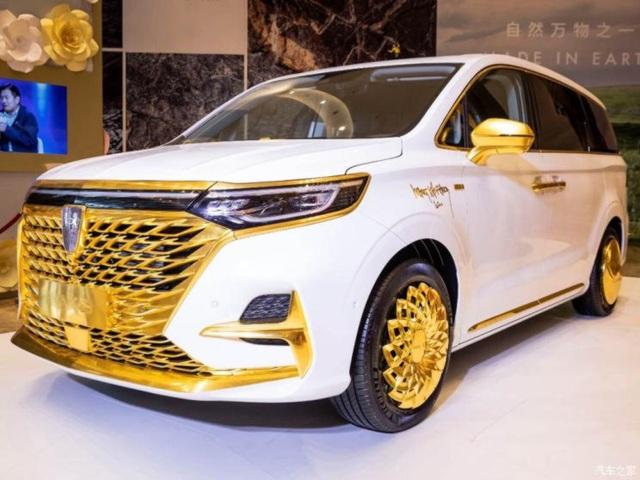 Hãng ô tô Trung Quốc gây chú ý bằng chiếc xe mạ vàng chói lóa - 1