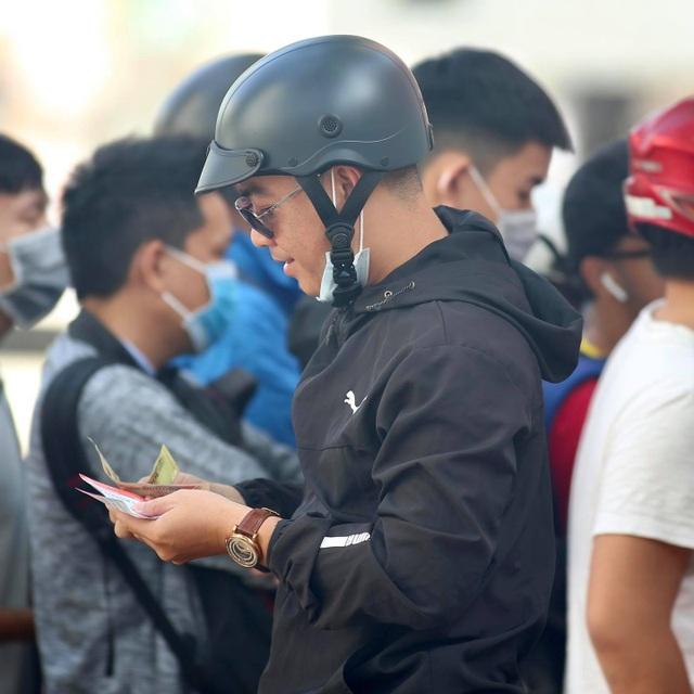 Sốt vé xem Lee Nguyễn đối đầu với Quang Hải ở sân Thống Nhất - 8