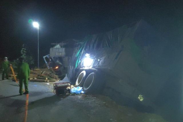 Tai nạn thảm khốc 7 người tử vong trên dốc Bả Vai - 1
