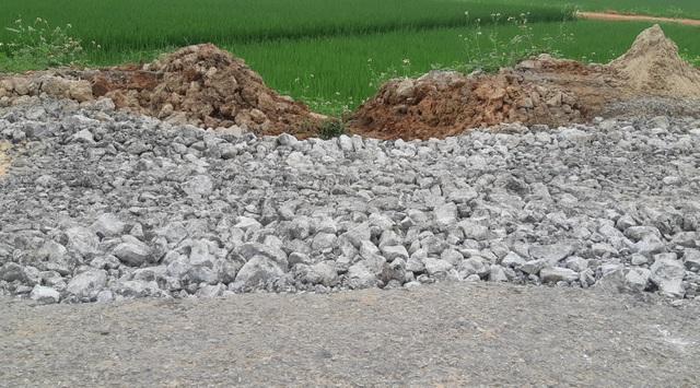 Quốc lộ xuống cấp thê thảm: Vừa thi công xong, mặt đường lại hư hỏng nặng - 6