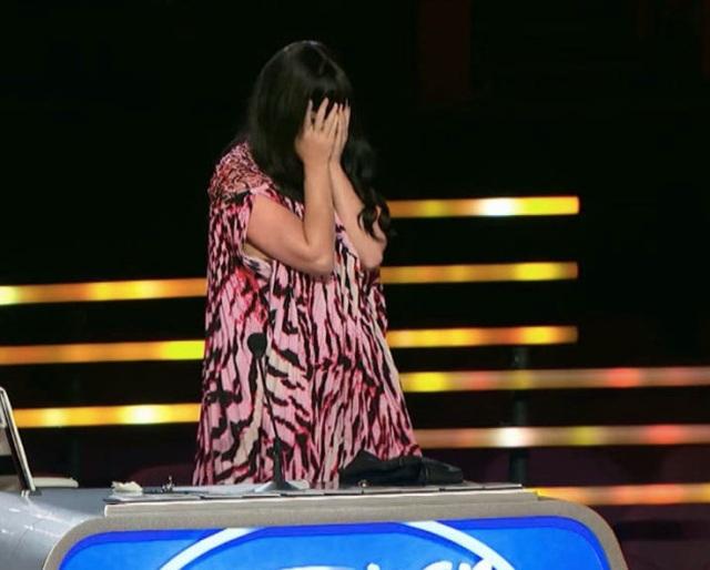 Ca sĩ Mỹ ngất xỉu trên sân khấu - 6
