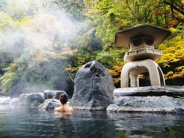 Tắm suối khoáng nóng - Bí quyết làm đẹp suốt hàng nghìn năm của phụ nữ Nhật - 1