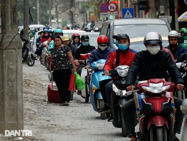 Hà Nội: Con đường dài hơn 400m xây 4 năm vẫn chưa xong - 8