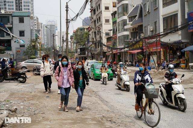 Hà Nội: Con đường dài hơn 400m xây 4 năm vẫn chưa xong - 2