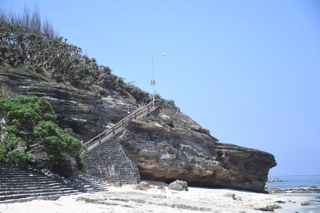 Kỳ lạ ngôi chùa không sư trong hang đá núi lửa nghìn năm ở Lý Sơn - 4