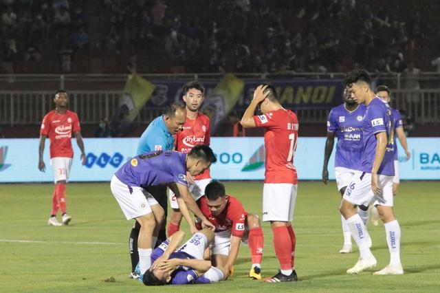 Bạo lực sân cỏ là vấn nạn của bóng đá Việt Nam - 2