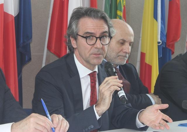 EU khẳng định độ an toàn cao của vắc xin AstraZeneca - 3