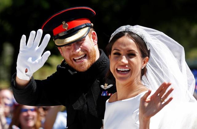 Harry - Meghan thừa nhận không có đám cưới bí mật  - 1