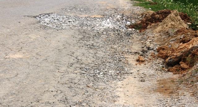 Quốc lộ xuống cấp thê thảm: Vừa thi công xong, mặt đường lại hư hỏng nặng - 1