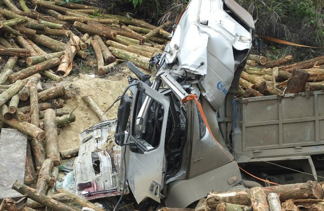 Phó Thủ tướng yêu cầu điều tra nguyên nhân vụ tai nạn 7 người chết - 2