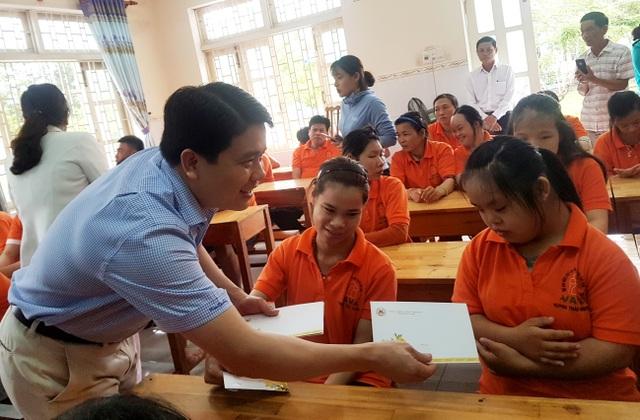 Phấn đấu 100% người khuyết tật ở Quảng Nam được cấp miễn phí thẻ BHYT  - 2