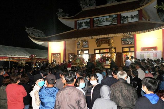 Hàng ngàn du khách tưng bừng trẩy hội Bà Thu Bồn ở Quảng Nam - 3