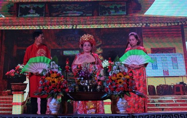 Hàng ngàn du khách tưng bừng trẩy hội Bà Thu Bồn ở Quảng Nam - 4