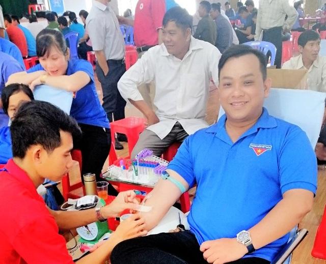 Thầy giáo trường làng 33 lần hiến máu - 1