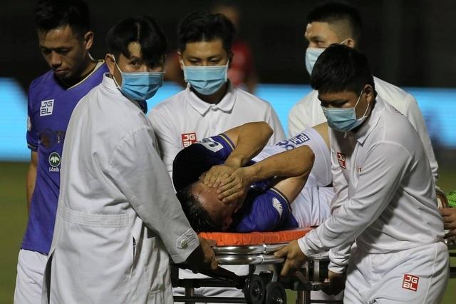 CĐV châu Á bức xúc vì lối chơi bạo lực, cầu nguyện cho Hùng Dũng - 2