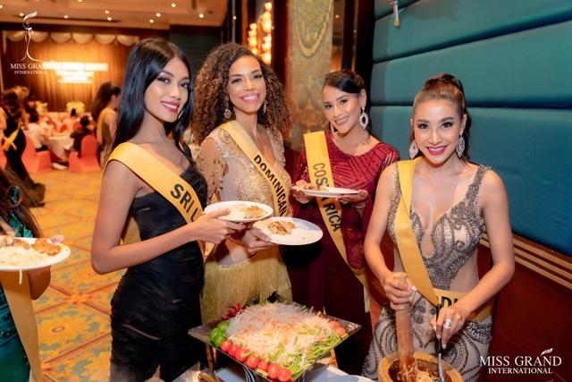 Việt Nam trượt top 5 thí sinh trình diễn áo tắm Hoa hậu Hòa bình Thế giới - 18