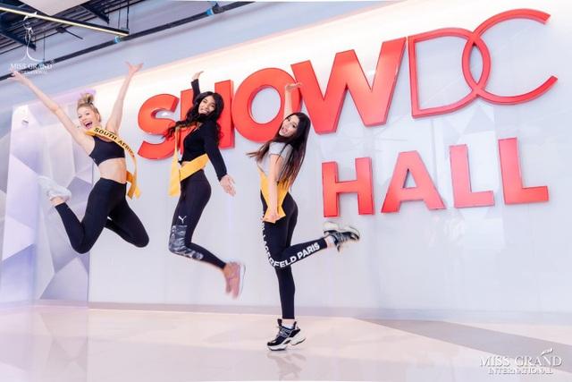 Việt Nam trượt top 5 thí sinh trình diễn áo tắm Hoa hậu Hòa bình Thế giới - 14