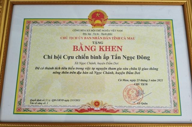 Biệt đội vá lộ của các cựu binh U70 được UBND tỉnh Cà Mau tặng bằng khen - 3