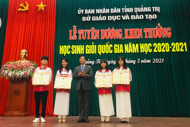 Quảng Trị:  Tuyên dương, khen thưởng các học sinh đoạt giải quốc gia  - 1
