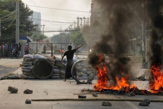 Ngày đẫm máu ở Myanmar, hơn 80 người biểu tình thiệt mạng - 1