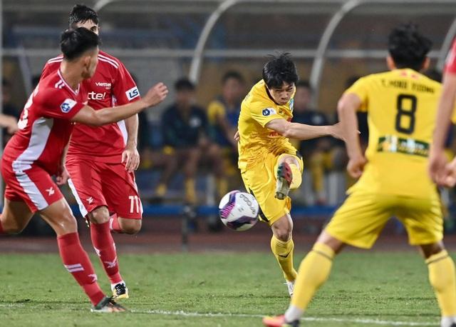 HLV Kiatisuk tiết lộ chiêu giúp Công Phượng ghi bàn - 1