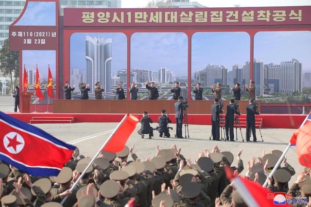 Ông Kim Jong-un khởi công dự án 10.000 căn hộ cho dân  - 4
