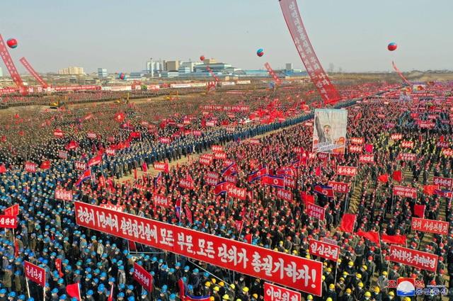 Ông Kim Jong-un khởi công dự án 10.000 căn hộ cho dân  - 5