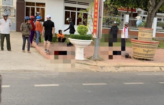 Hai người thương vong trước cổng ủy ban huyện: Bị tấn công khi đang ngủ say - 2