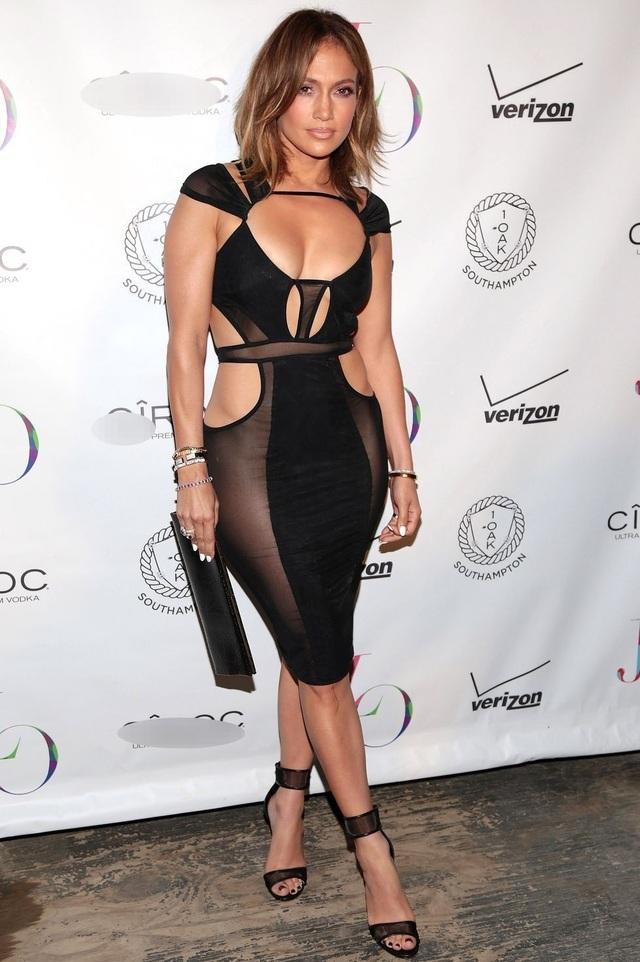 Loạt trang phục hở táo bạo của Jennifer Lopez - 15